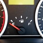 給油口の向きを見分ける方法は?答えはガソリンメーターが教えてくれる