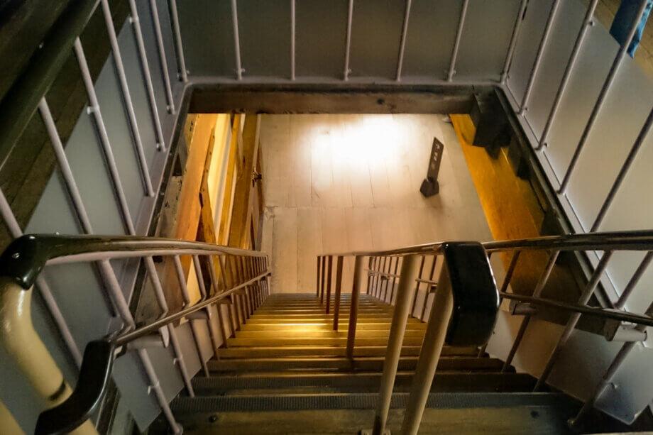 急勾配な姫路城の階段