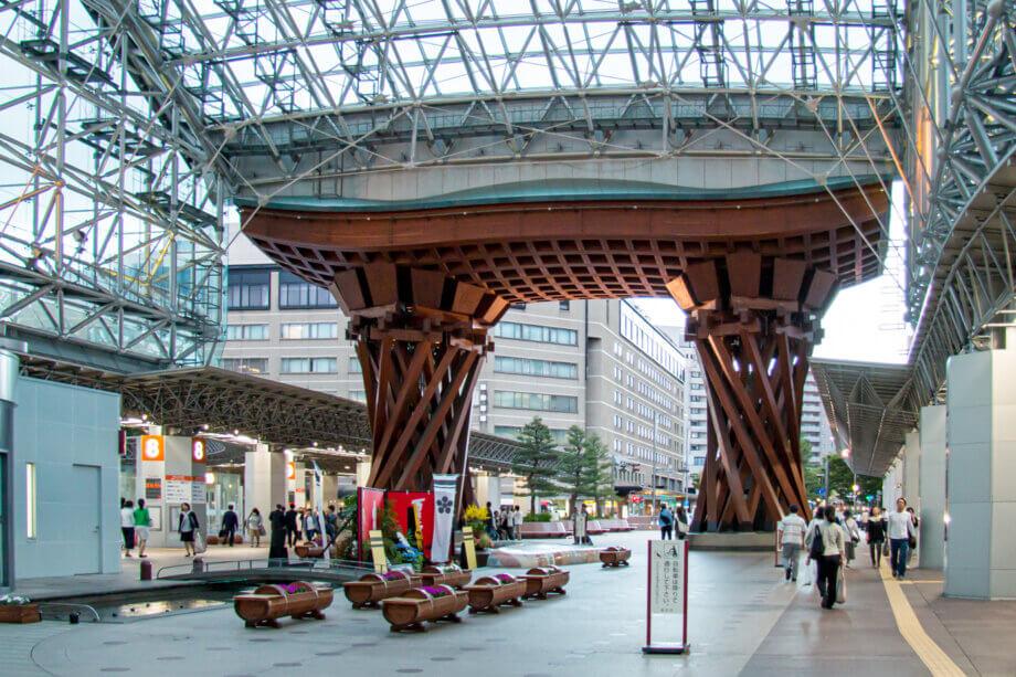 金沢駅 鼓門(つづみもん)駅側から裏面を撮影