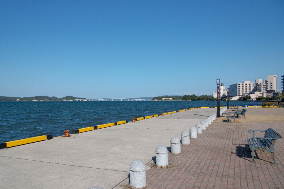 弁天崎源泉公園の先から見える七尾湾