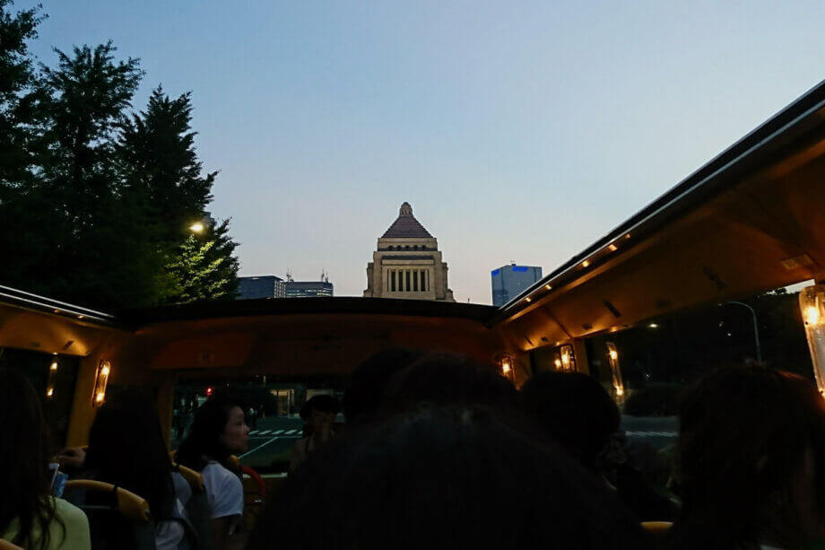 はとバスから眺める国会議事堂の景観