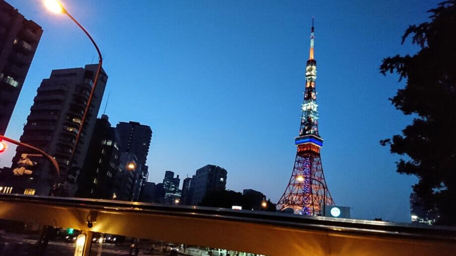 はとバスから眺める東京タワー