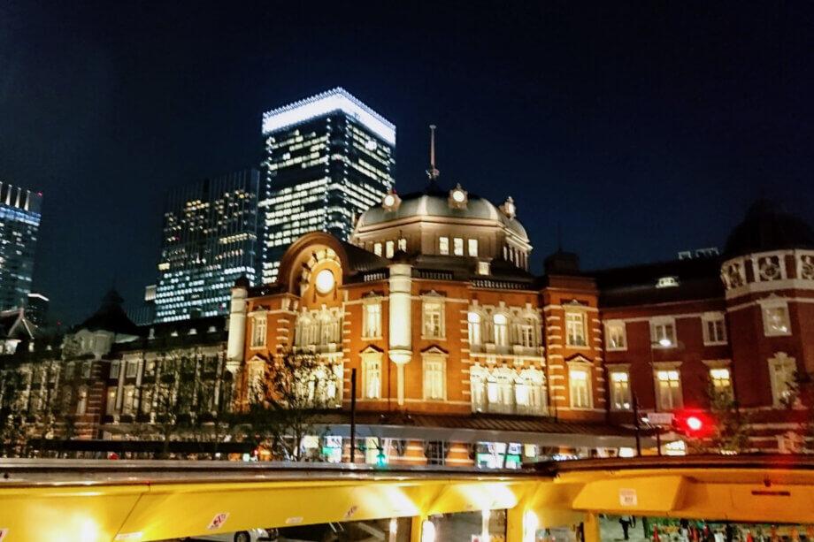 はとバスから眺める東京駅 駅舎