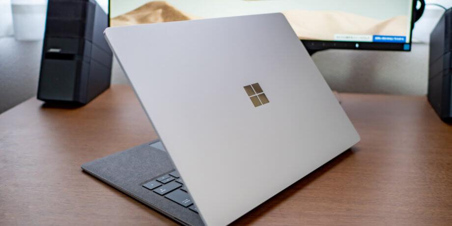 背面から見た Surface Laptop 3