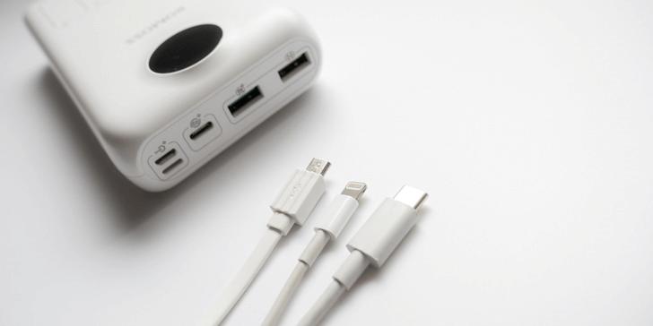 USB-C Micro USB Lightning に対応した入力ポート