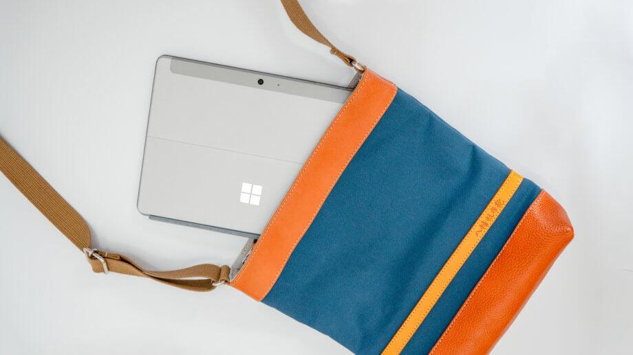 小さいカバンに楽々入る Surface Go 2