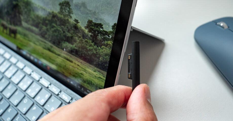 Surface Go 2 マグネット式充電ケーブル