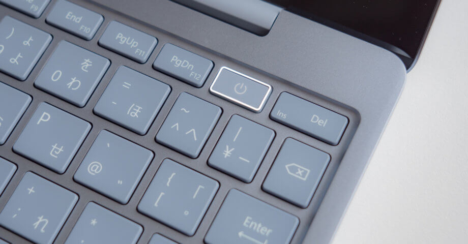 Surface Laptop Go 電源ボタンにズーム