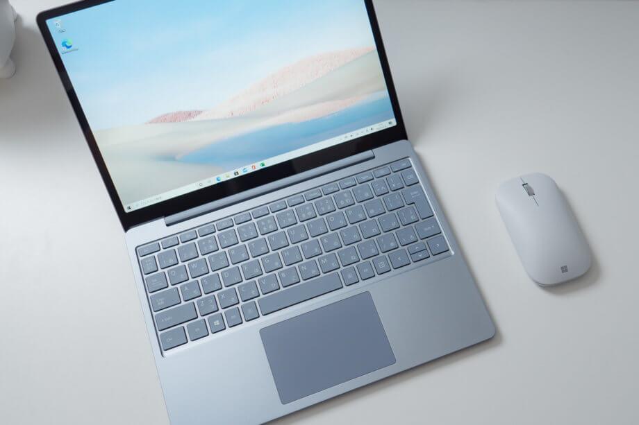 Surface Laptop Go ボディーとモバイルマウス
