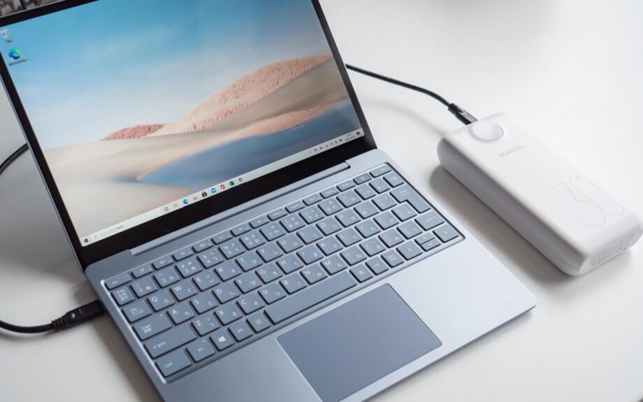 モバイルバッテリーで充電する Surface Laptop Go