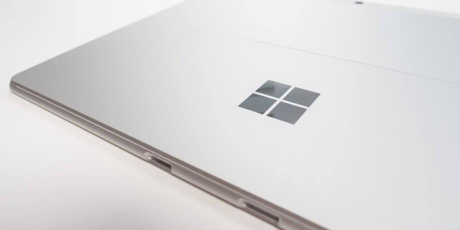 Surface Pro X プラチナ カラーの筐体