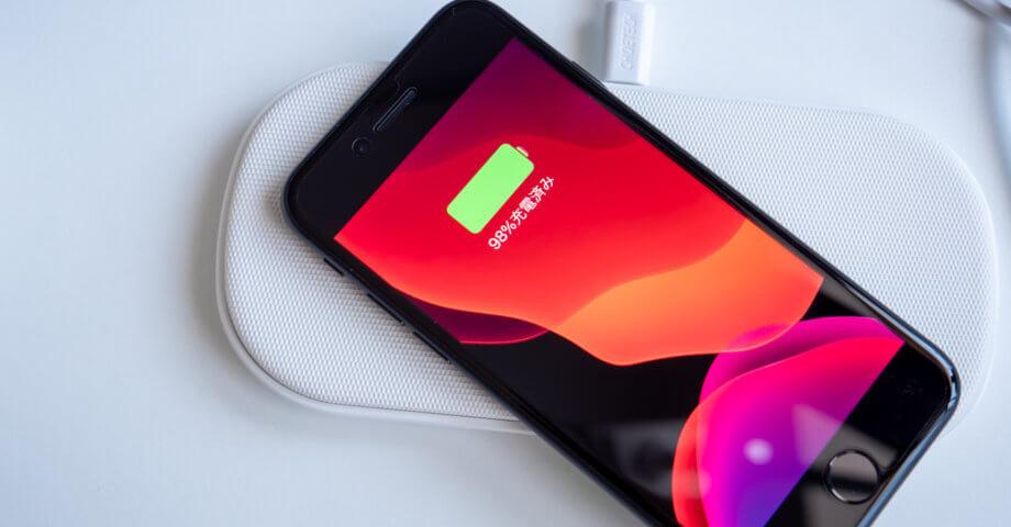 iPhone SE を Qi 充電