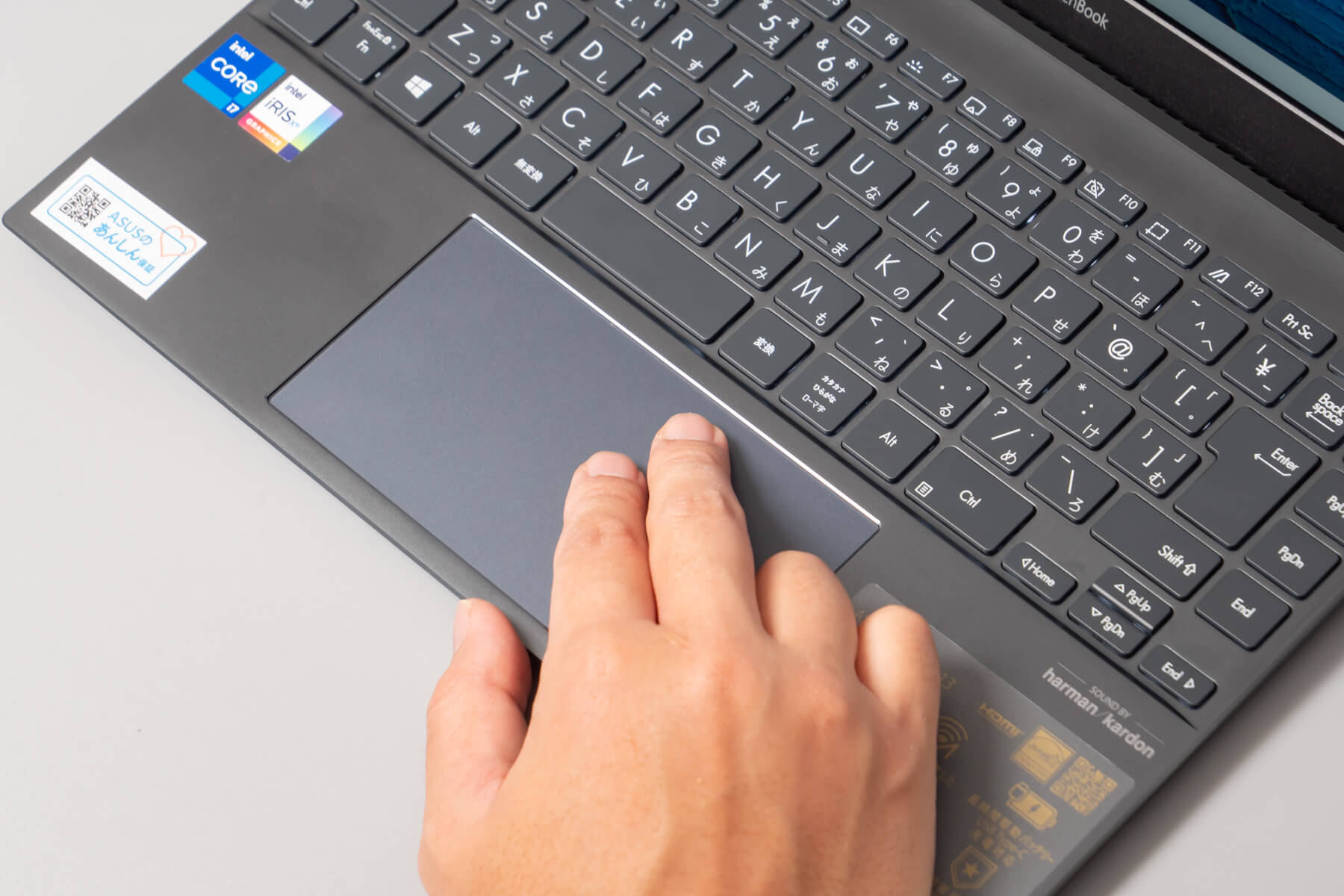 ZenBook13 の大きいタッチパッド