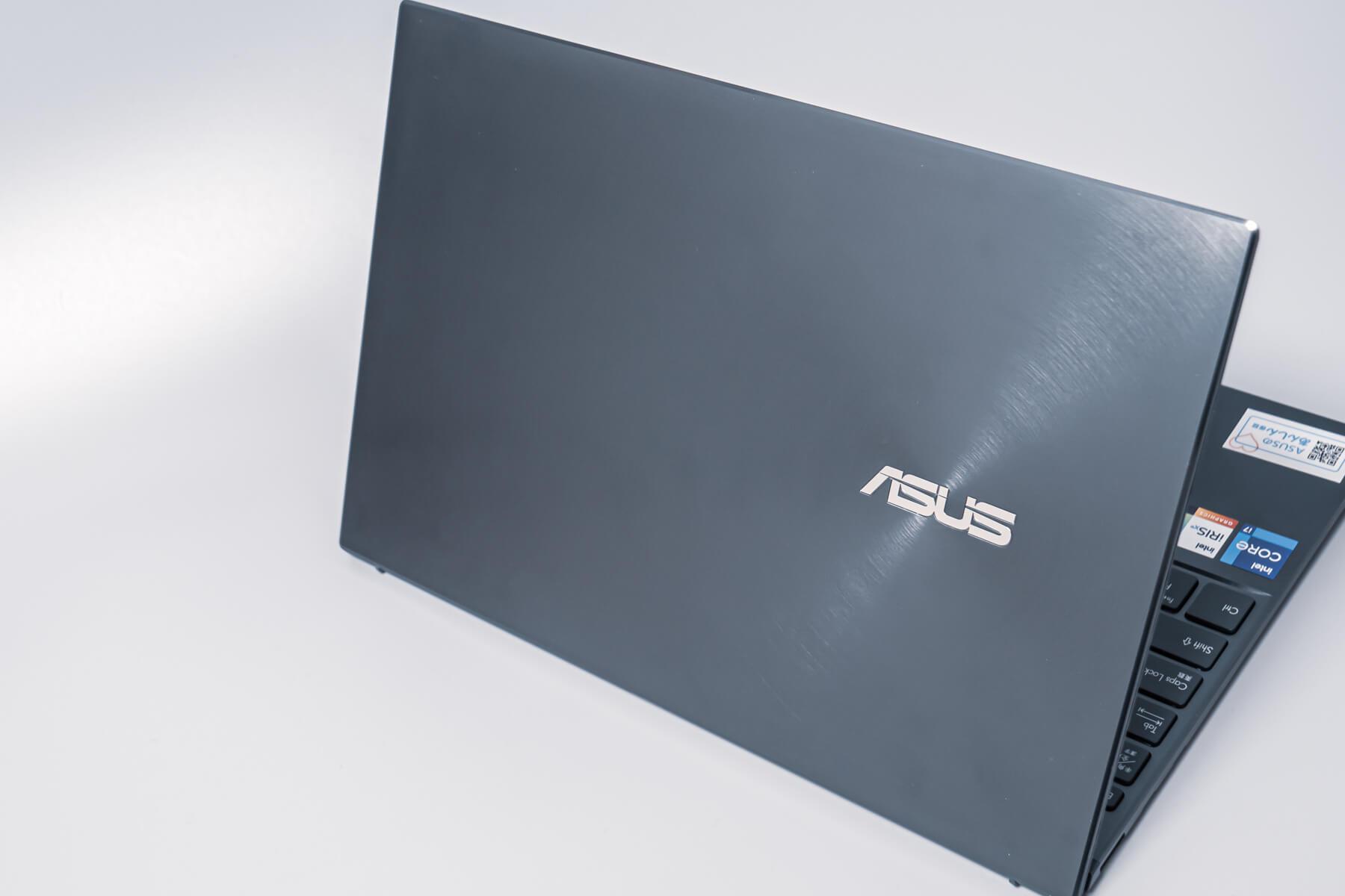 ASUS ZenBook13 背面パネル