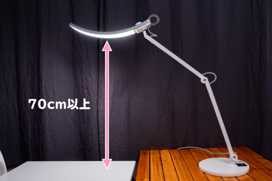 BenQ WiT アイケア LED デスクライトで高さをもたせる