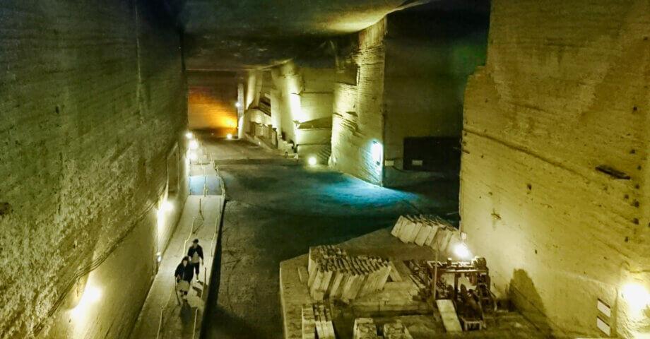 宇都宮観光は餃子だけじゃない!大谷石の地下採掘場跡は幻想的な地下空間!存在感は地下ダンジョンそのもの